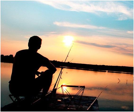 при каком давлении лучше ловить рыбу летом