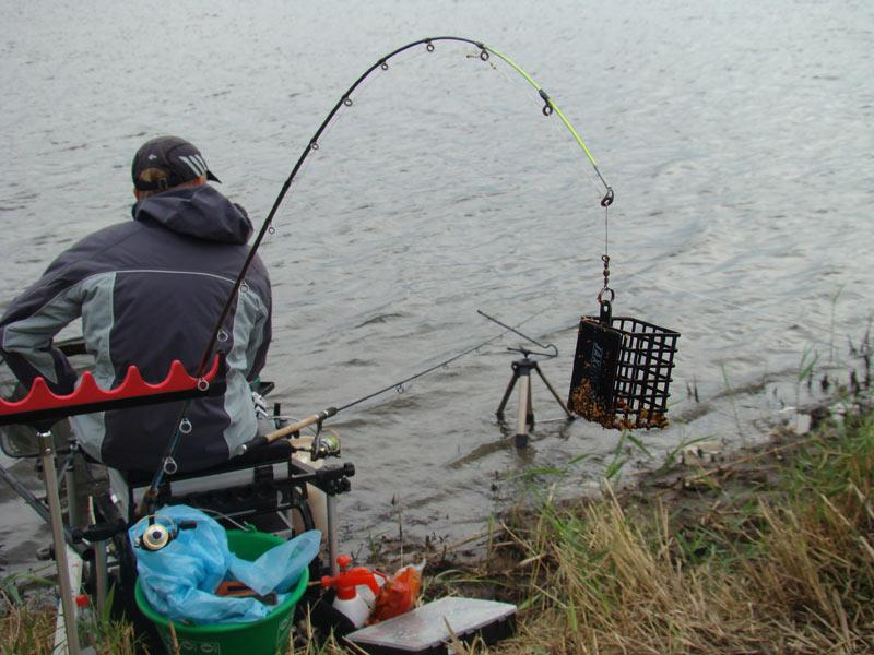 рыболовная снасть с кормушкой фото