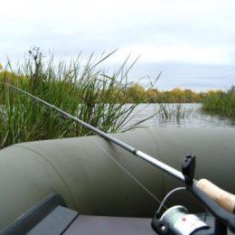 Ловим рыбу с лодки