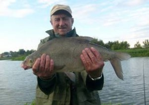 Ловля-леща-на-озере