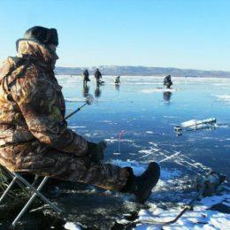 Ловим рыбу на первом льду